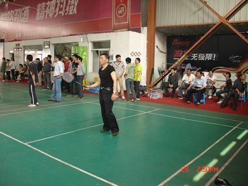 队开展庆五一羽毛球比赛