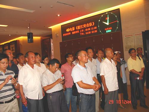 队组织党员干部参观渡江战役纪念馆